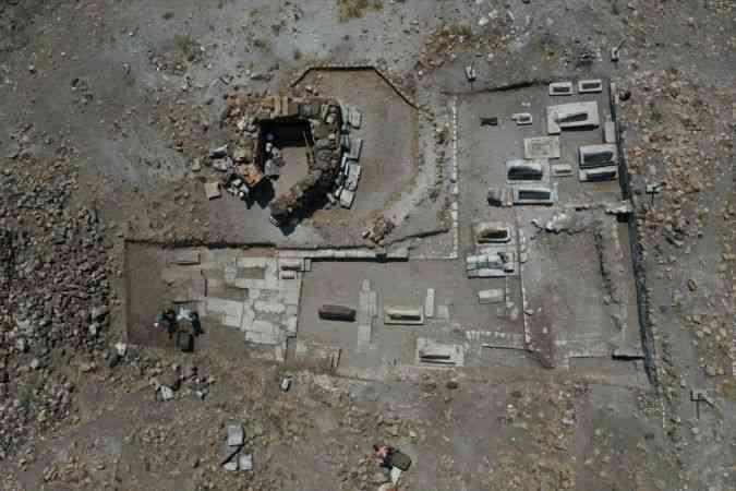 Ani Örenyeri'ndeki kazılarda Selçuklu kümbeti ve mezarlığı bulundu