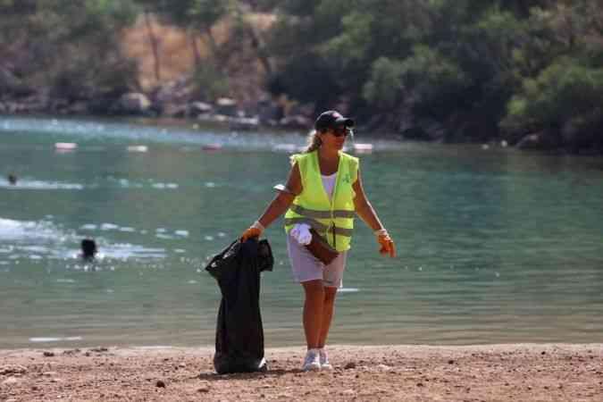 Bodrum Cennet Koyu'nda kıyı temizliği yapıldı