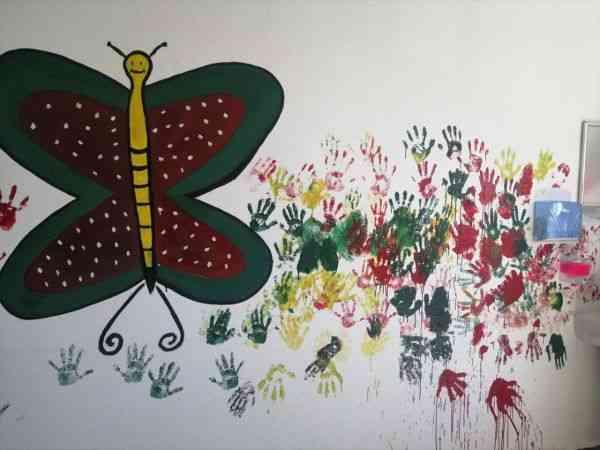 Suriye'nin kuzeyindeki poliklinikte yetim ve öksüz çocuklar için boyama etkinliği düzenlendi