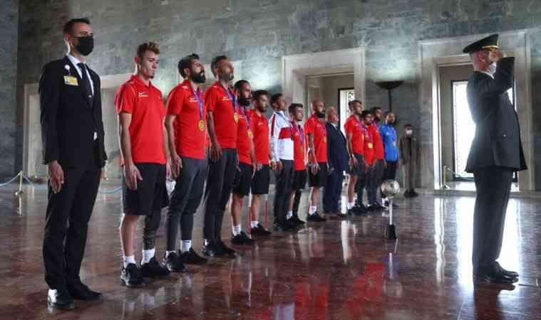 Avrupa Şampiyonu Ampute Futbol Milli Takımı, Anıtkabir'i ziyaret etti