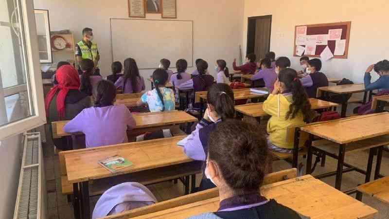 Jandarmalardan öğrencilere trafik eğitimi
