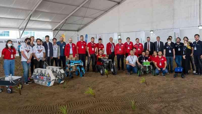 """Gençler, TEKNOFEST'te tarımsal teknoloji yarışmalarıyla """"toprakla"""" buluştu"""