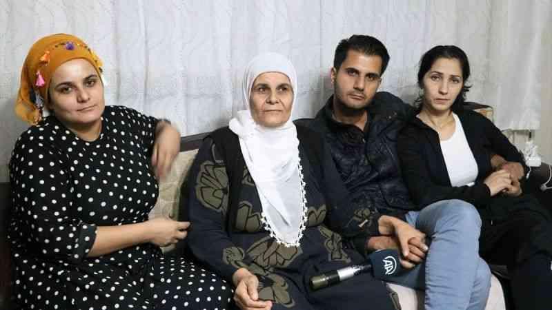 33 yıl sonra kavuştuğu annesinden bir an olsun ayrılmıyor