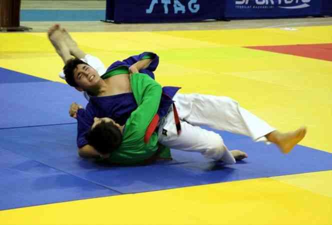 Ümitler ve Yıldızlar Türkiye Kuraş Şampiyonası, Elazığ'da yapıldı