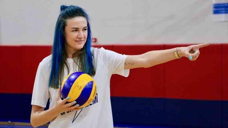 Milli voleybolcu Meryem Boz, Eskişehir'de adını taşıyan akademinin açılışına katıldı
