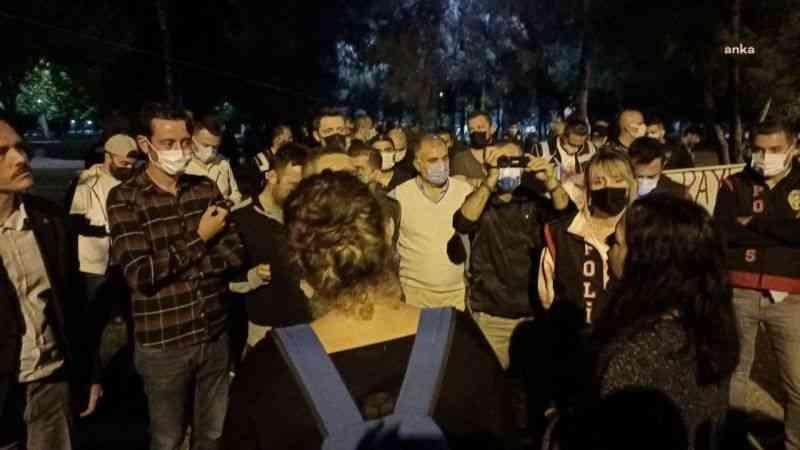 İzmir'de yurt eylemi yapan öğrencilere ters kelepçeli gözaltı