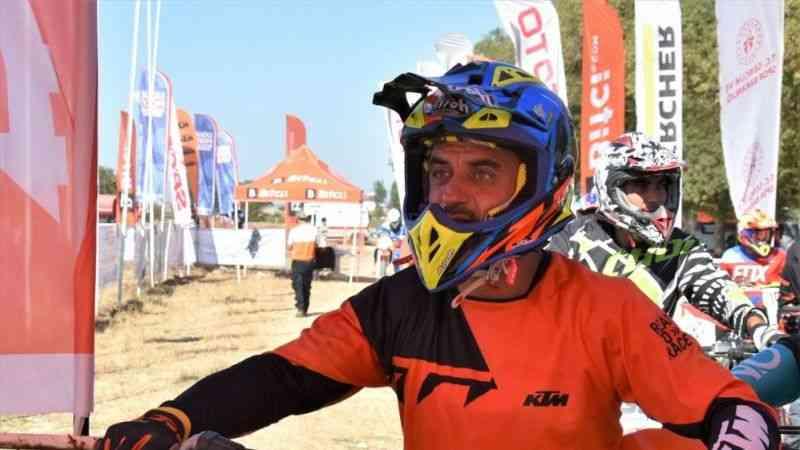 Milli motosiklet sporcusu kurduğu akademide şampiyon adaylarını yetiştiriyor
