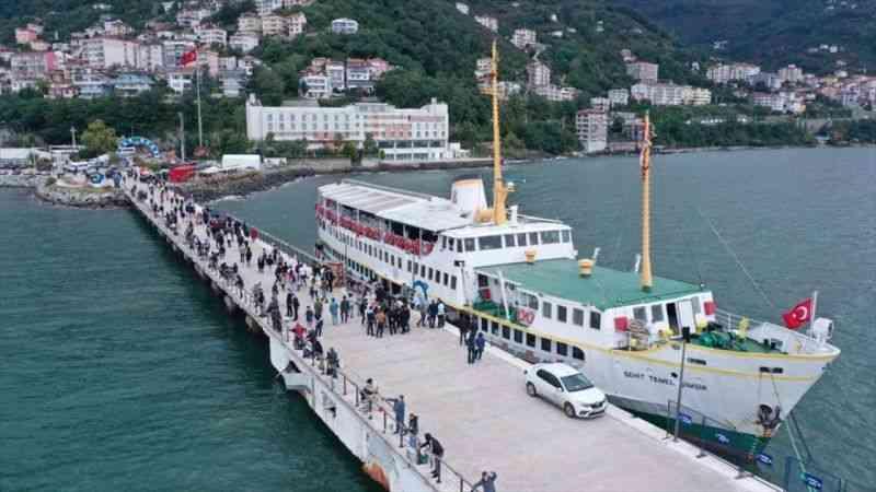 Farklı illerden Ordu'ya gelen üniversite öğrencileri kenti denizden seyretti