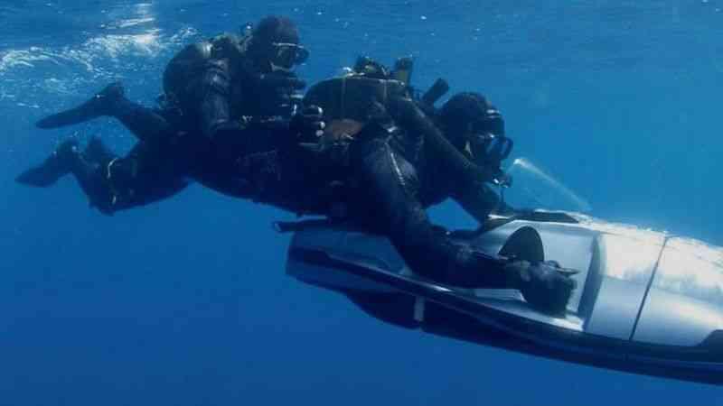Türk kara sularına bırakılan FETÖ'cü eski 3 üsteğmen su altı scooterla kaçmış