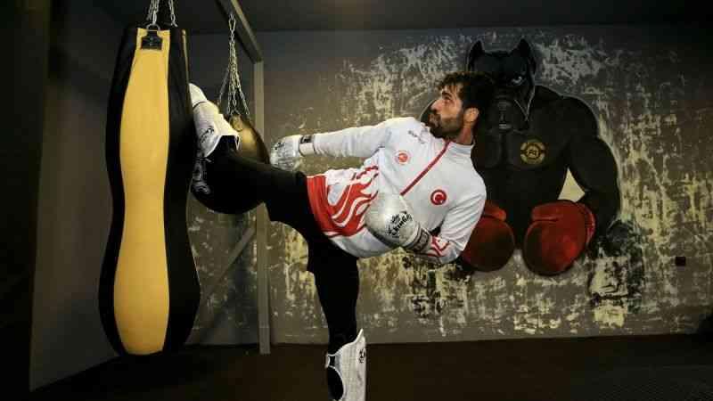 Milli kick boksçu Batuhan Bozatlı, ringe dünya şampiyonluğu için çıkacak