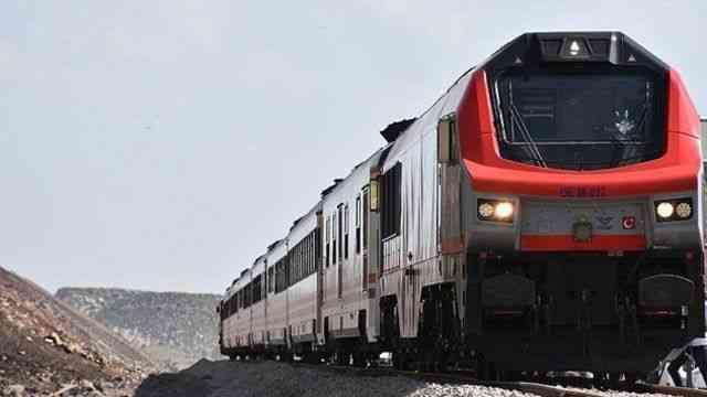 """Bakü-Tiflis-Kars Demir Yolu'ndaki """"yapısal engeller"""" kalkacak, yük taşımacılığı artacak"""