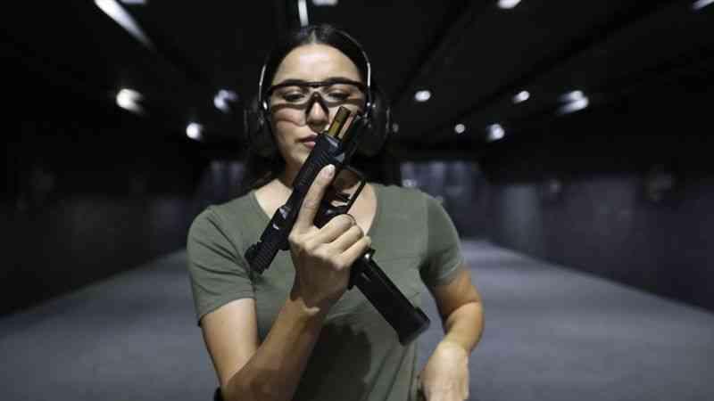 """Silahlar bu kez """"kadına şiddet""""in son bulması için ateşlendi"""