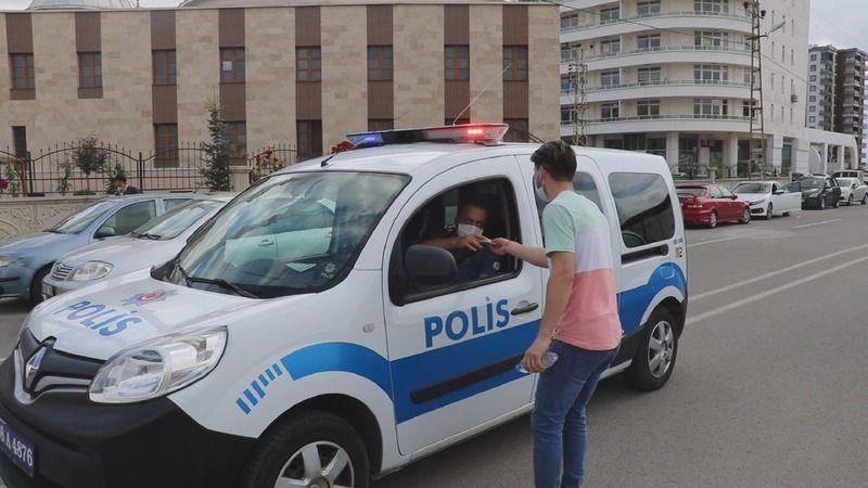 Unutkan öğrencilerin imdadına polis yetişti