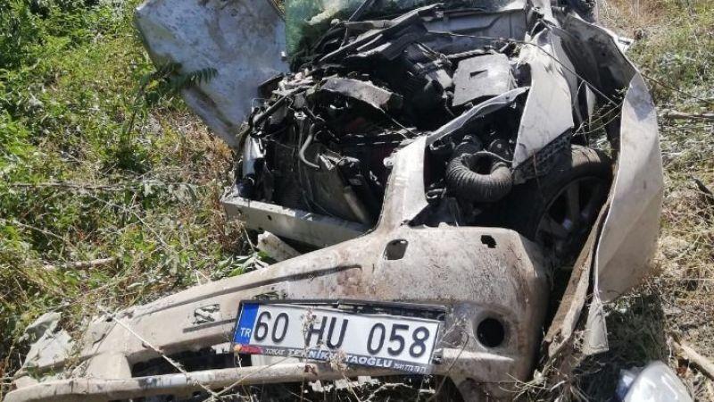 iki otomobil çarpıştı, sürücü hurdaya dönen araçtan sağ çıktı