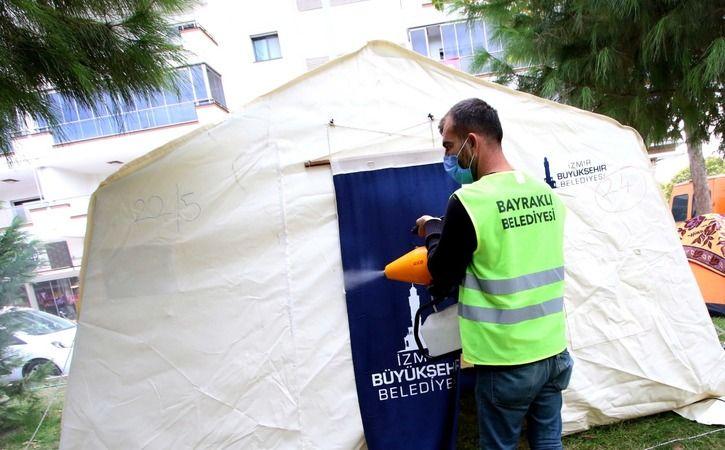 Bayraklı Belediyesi çadırları dezenfekte ediyor