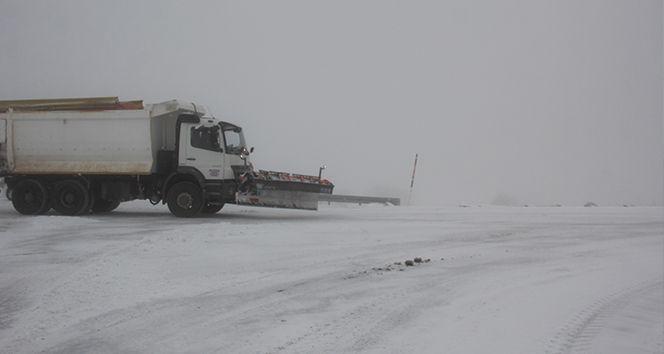 Erzincan'da 14 köy yolu kardan kapandı