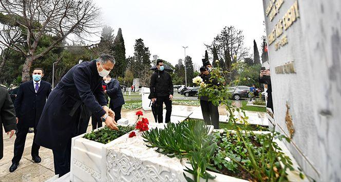 Mehmet Akif Ersoy mezarı başında dualarla anıldı