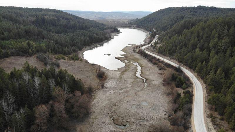 İlçenin içme suyunu besleyen göletlerde sular çekilmeye başladı