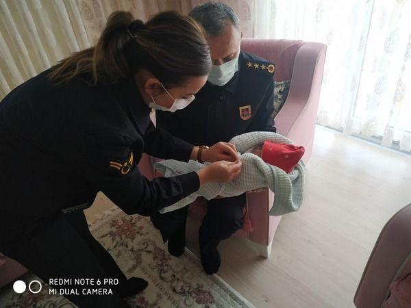 Jandarmadan sel şehidinin doğum yapan eşine ziyaret