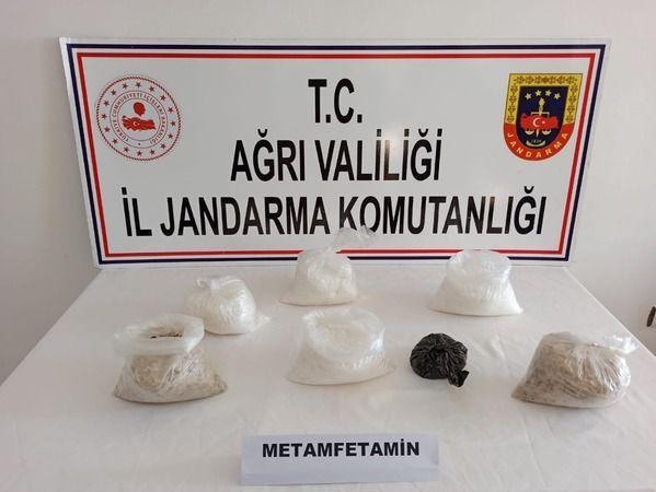 Ağrı'da piyasa değeri 1 milyon 259 bin lira olan metamfetamin maddesi ele geçirildi