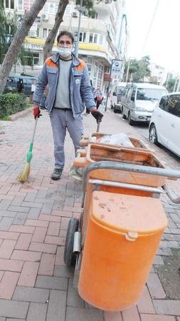 Burhaniye'de çalışkan temizlikçi takdir topladı