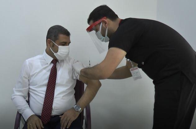 MHP'nin doktor vekili Muhittin Taşdoğan da korona virüs aşısı oldu