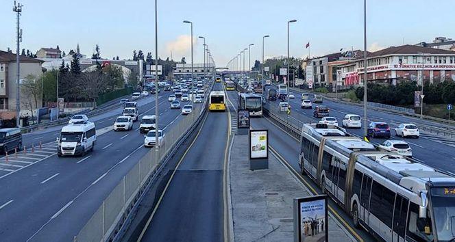 82 saatlik sokağa çıkma kısıtlaması sona erdi, trafik hareketliliği başladı