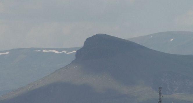 Kars'ta, goril siluetine benzeyen dağ görenleri şaşırtıyor