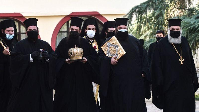 Atina'da 7 piskoposa asitle saldırı! Bir papaz gözaltına alındı