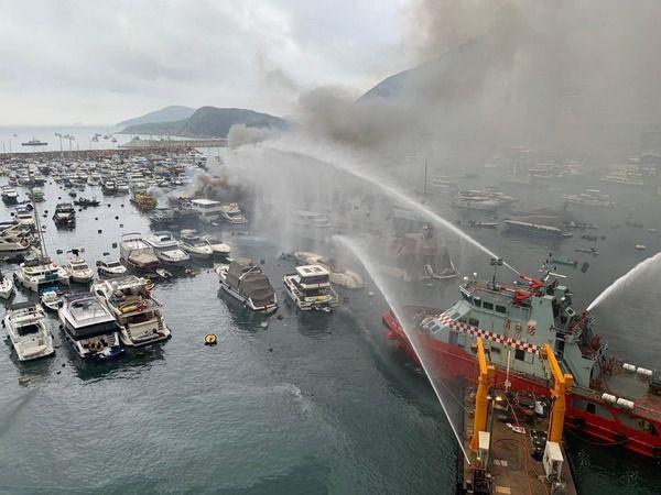 Hong Kong'da marinada yangın: 16 tekne yandı