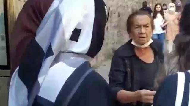 Beşiktaş'ta başörtülü kadınlara çirkin saldırı!