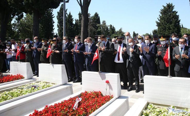 15 Temmuz şehitleri Edirnekapı'daki kabirleri başında anıldı