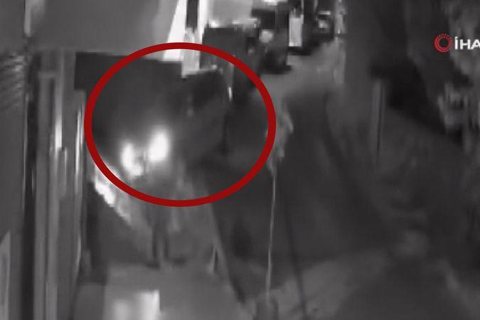 Beyoğlu'nda fren yerine gaza basan sürücü müstakil evin çatısına çıktı