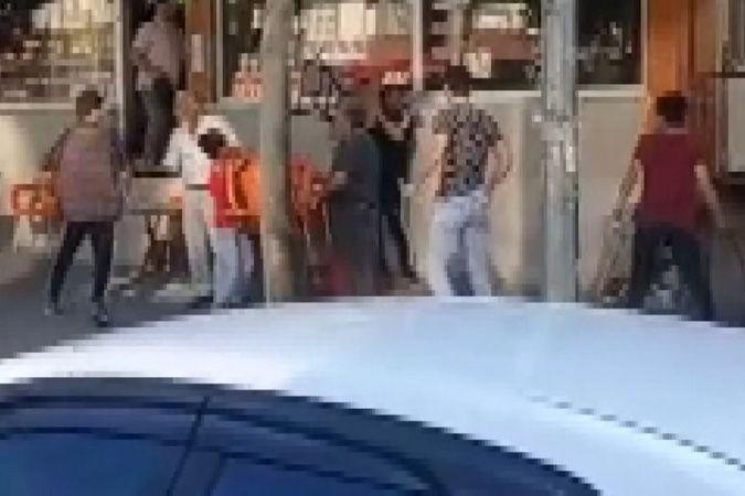 Bursa'da çocukların kavgasında sandalye ve sopalar havada uçuştu