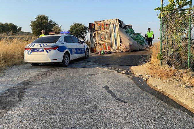 İskenderun'da kamyonun freni boşaldı, faciadan dönüldü