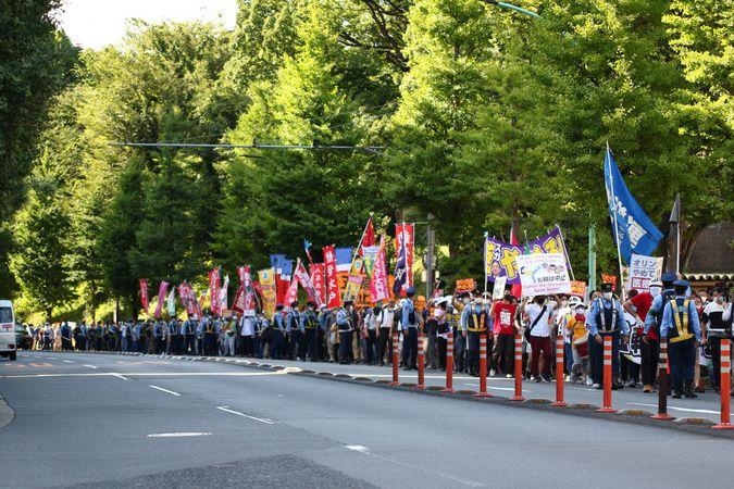 Açılışına saatler kala olimpiyat karşıtları Tokyo'da sokaklara çıktı