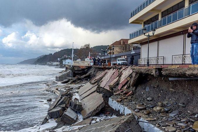 Soçi'yi sel ve fırtına vurdu: Hortum anları kamerada