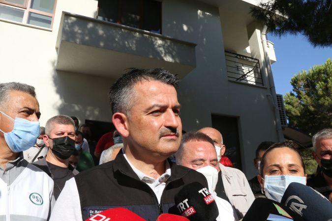 Bakan Pakdemirli: 'Manavgat'taki yangında 4 mahalle tahliye edildi'