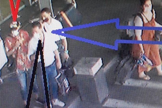 """Sabiha Gökçen Havalimanında """"perdeleme"""" yöntemiyle hırsızlık kamerada"""