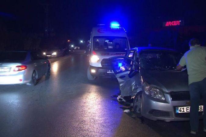 Arnavutköy'de 2 otomobil çarpıştı: Anne ve 2 çocuğu yaralandı