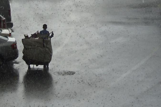 Diyarbakır'da bardaktan boşalırcasına yağmur