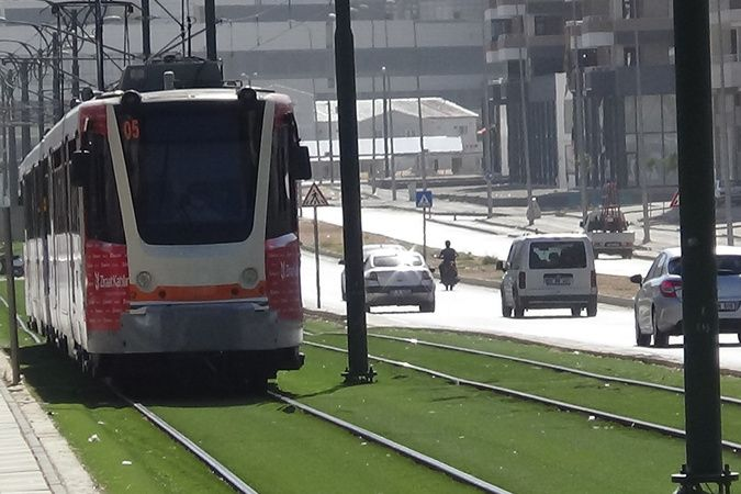 Tramvayın çarptığı genç kız, 12 günlük yaşam savaşını kaybetti