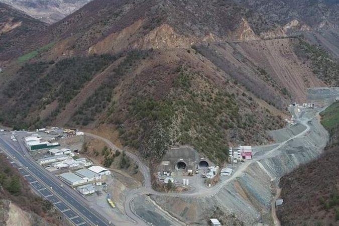 Türkiye'nin ve Avrupa'nın en büyük çift tüp karayolu tünelinin yüzde 91'i tamamlandı