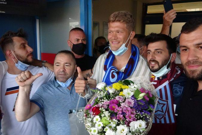 Trabzonspor'un yeni transferi Cornelius'a coşkulu karşılama