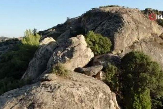 Türkiye'nin en yaşlı kayaları yangından kurtuldu