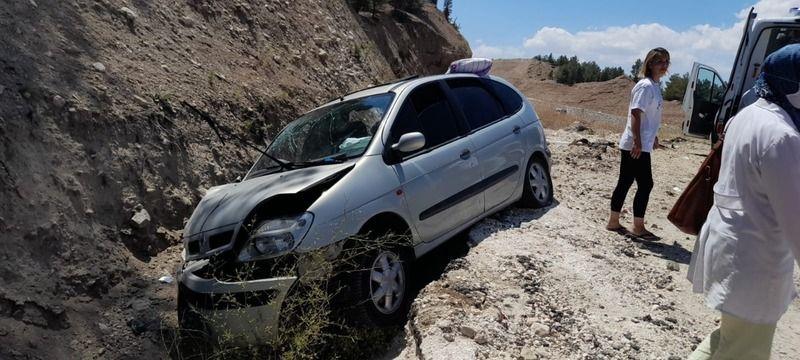 Burdur'da otomobil şarampole yuvarlandı: 1 ölü, 6 yaralı
