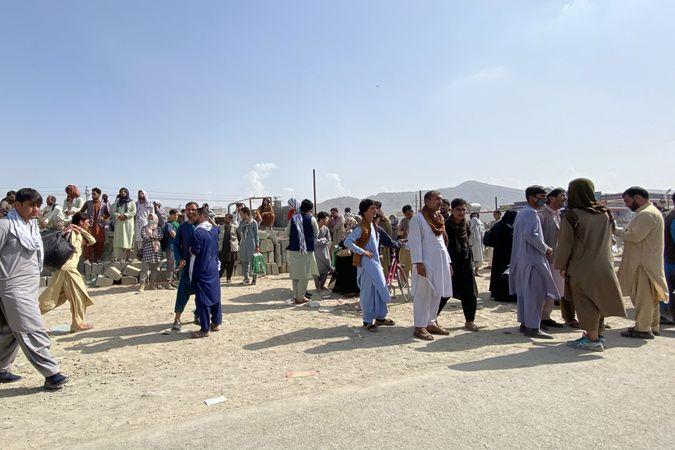 Afgan halkının Kabil Havalimanı'ndaki bekleyişi sürüyor