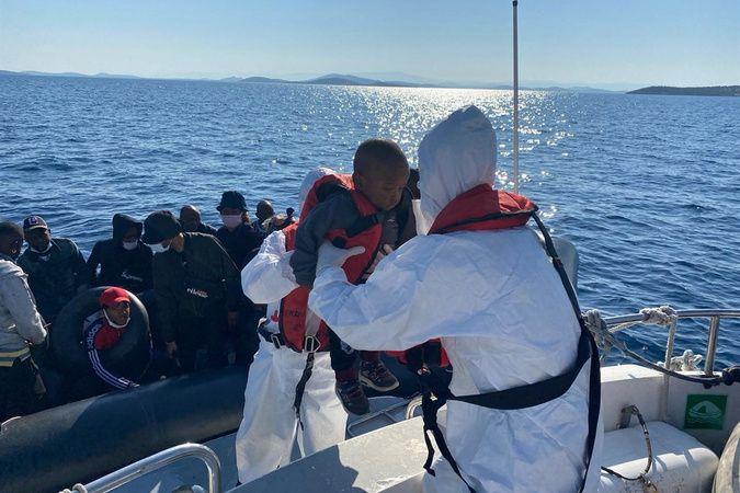 Yunanistan ittiği mültecileri Türk sahil güvenlik ekipleri kurtardı