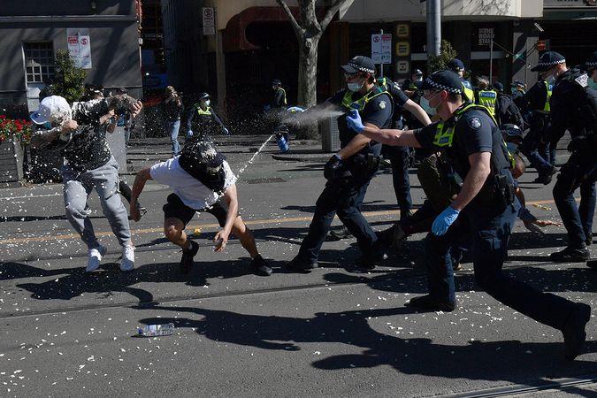 Avustralya'da Covid-19 protestolarına polis müdahalesi