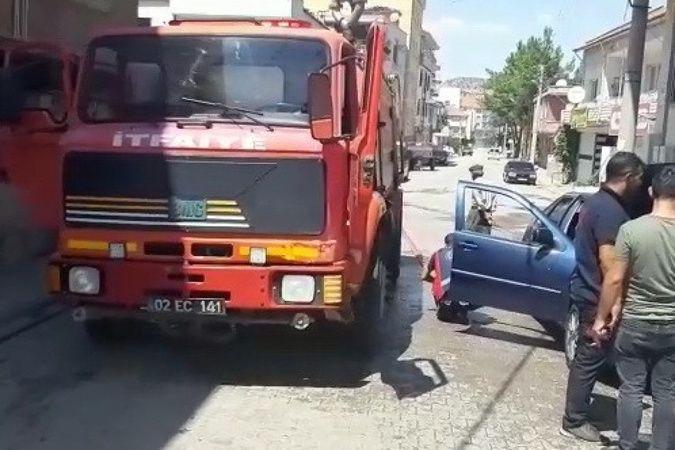 Seyir halindeki otomobil alev alarak yandı